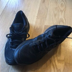 ASICS black sneaker good used condition.